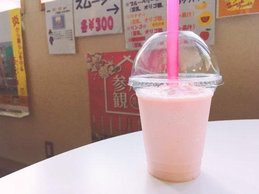 ピンク色のスイカスムージー