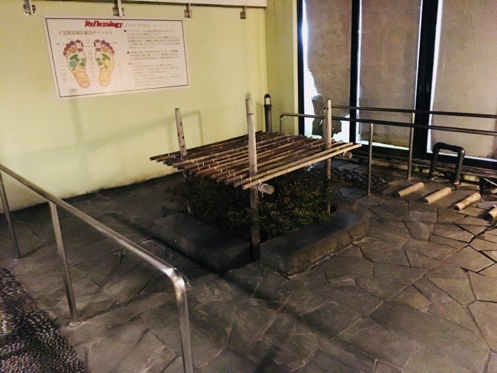 芭蕉の湯足つぼと竹歩き