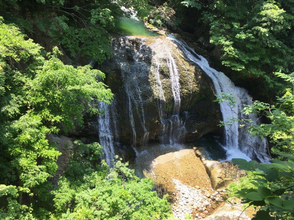 落差15mプチ大迫力の関山大滝