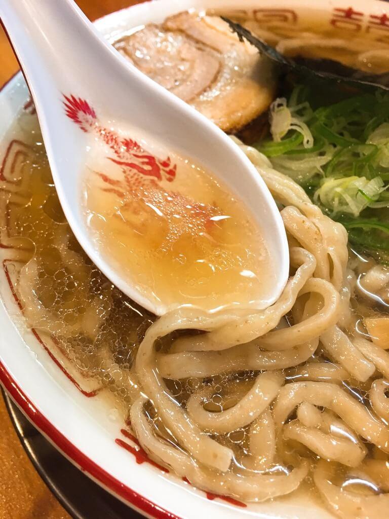 ラーメン金子ラーメンの丁寧なスープ