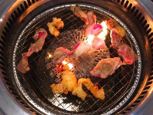 和牛用煮込み肉を焼く