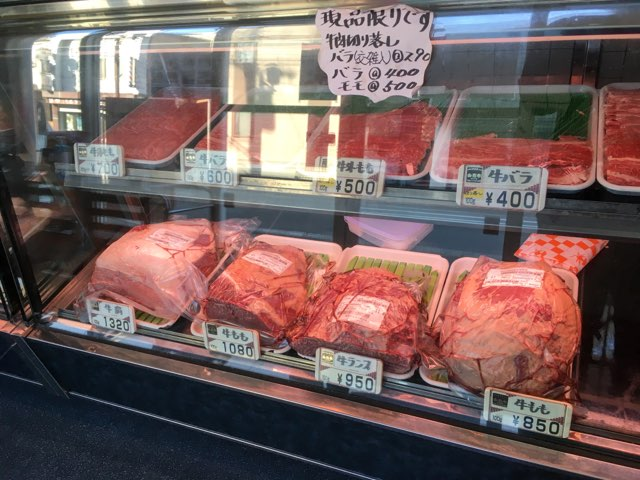 米沢牛など高いお肉が売っている