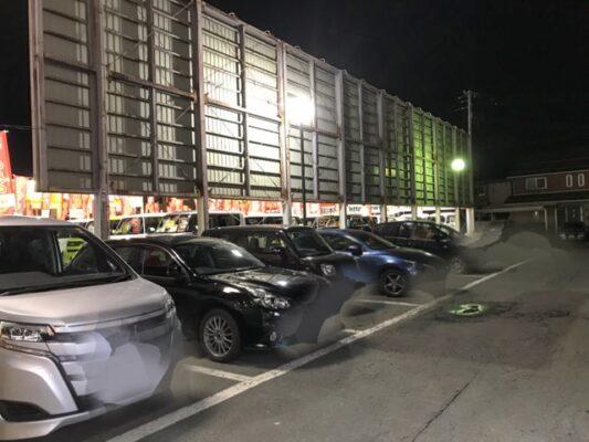 駐車場は広く台数も多くとめられる