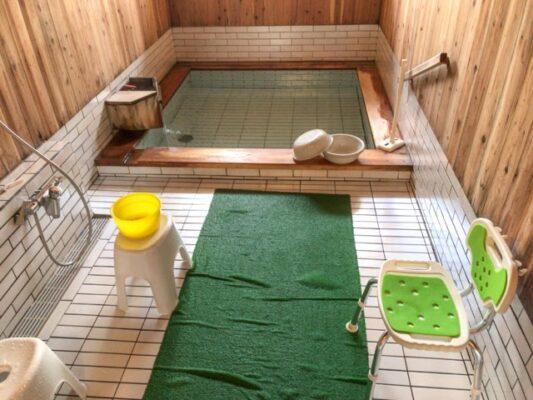 浴室 源泉かけ流し100%温泉最高!ちょっと熱めだけど、水で温度調節ができる